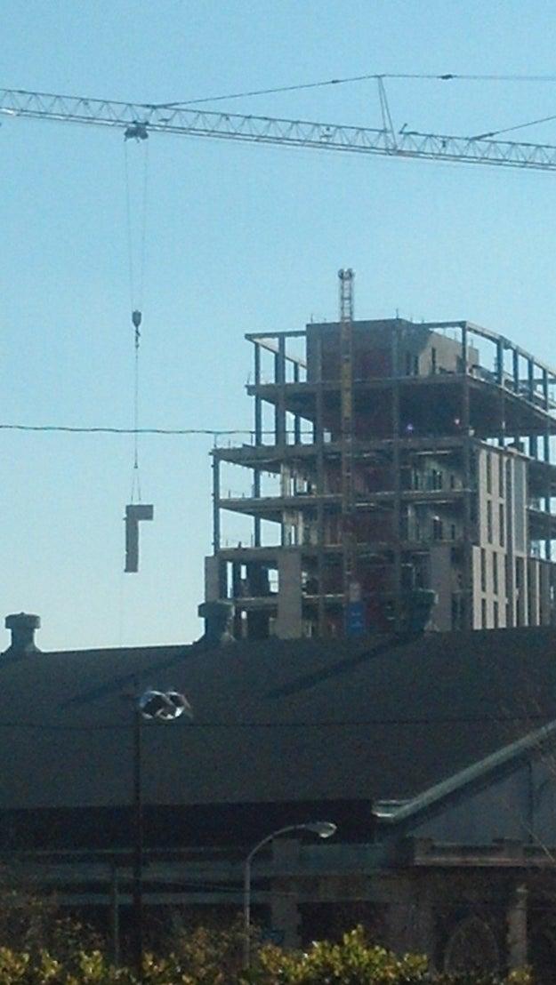 Este sitio de construcción.