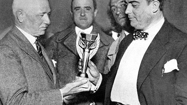 O italiano já havia atuado nos bastidores das Copas de 1934 e 1950 e anos mais tarde foi um dos fundadores da UEFA e participou efetivamente da criação da Liga dos Campeões da Europa.