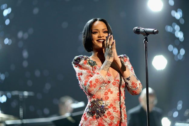Rihanna Yelled At Fans To Stop Playing Pokmon At Her Concert