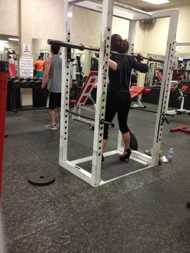 Juzgar a alguien por su forma o rutina de entrenamiento.