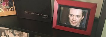 This Guy Replaced Family Photos With Pictures Of Steve Buscemi And His Mum Didn't Notice