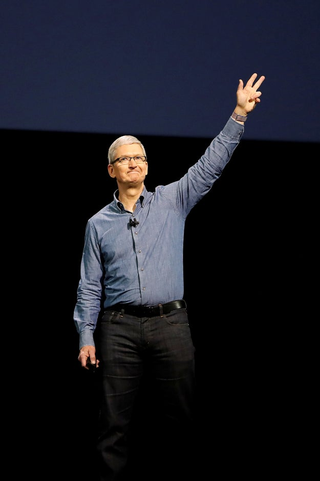 Apple CEO Tim Cook To Host Hillary Clinton Fundraiser
