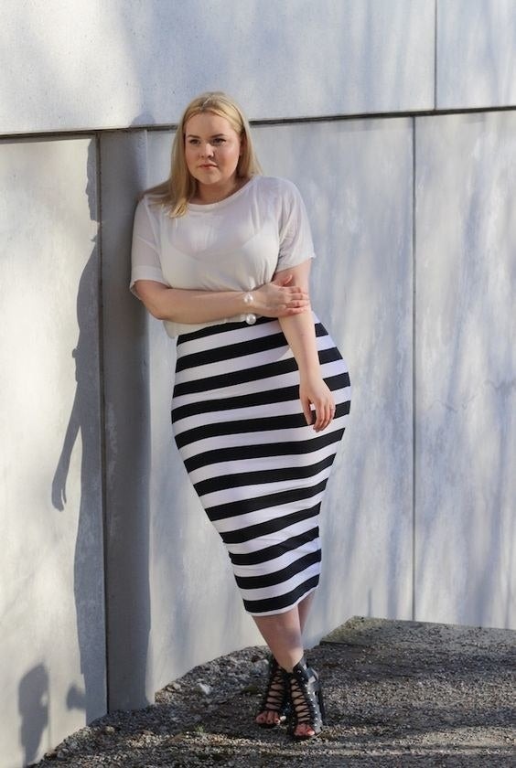 This horizontal print stripe skirt really highlights how small her waist is and shows off those hips.