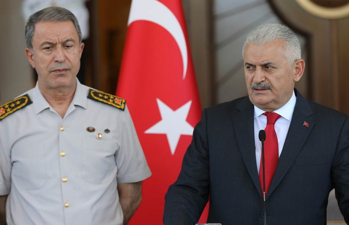 Turkish Prime Minister Binali Yildirim, flanked by Chief of the General Staff of the Turkish Armed Forces General Hulusi Akari.