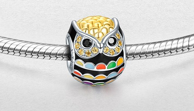A gold-plated, sterling silver owl bead to add to a charm bracelet.