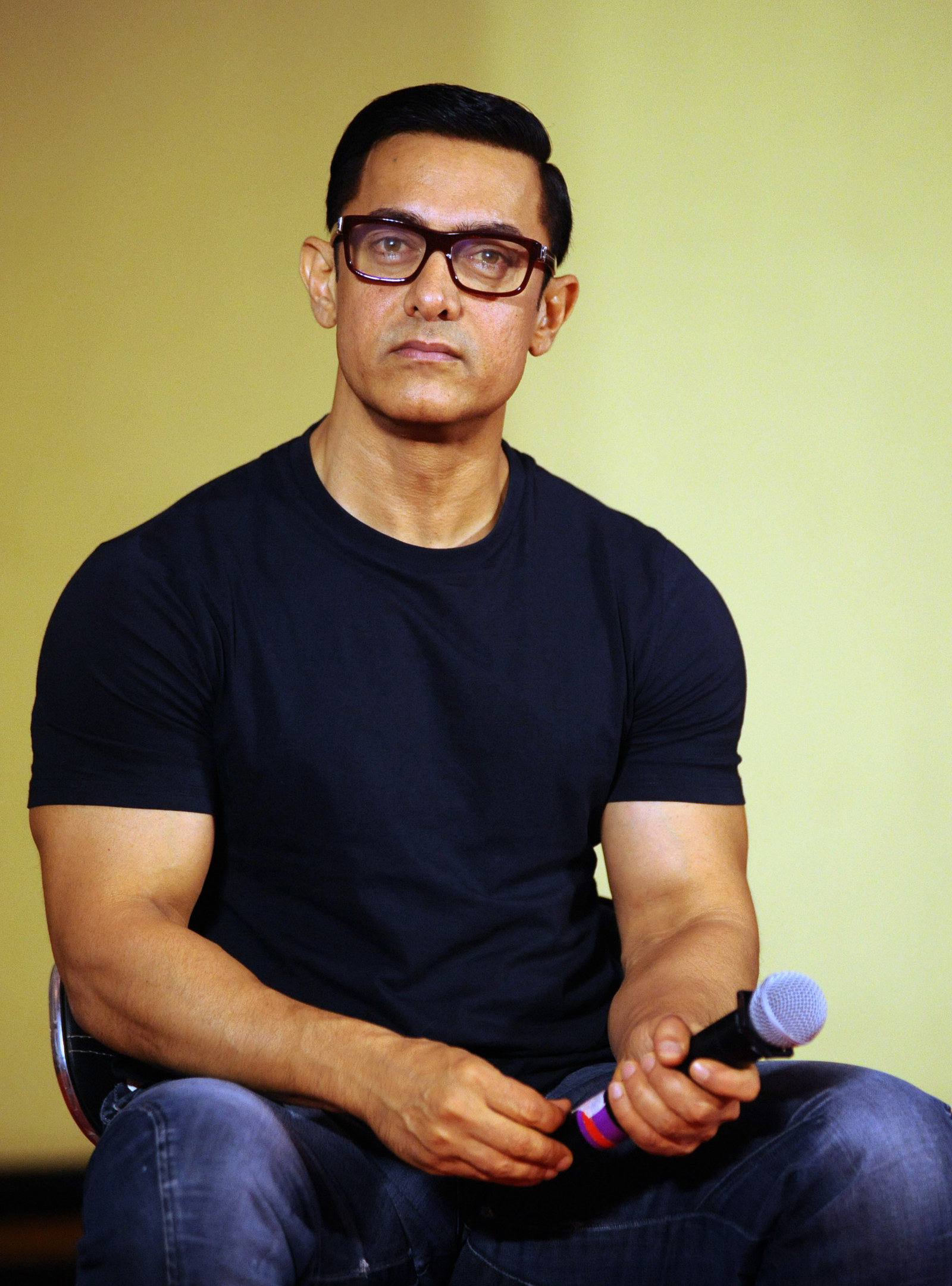Aamir Khan Has This Insane Clark Kent Vibe Going On And It Is Confusing Me