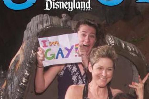 Cette ado de 16 ans est allée à Disneyland pour faire son coming ...