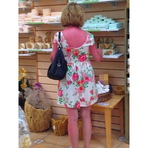 ¿Qué hacer cuando tu piel y las rosas de tu vestido son del mismo color?