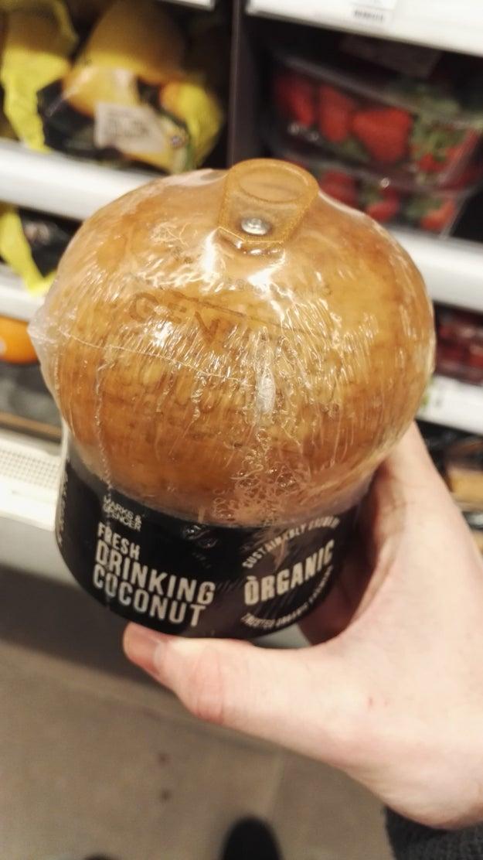 Un coco que viene con tapa.