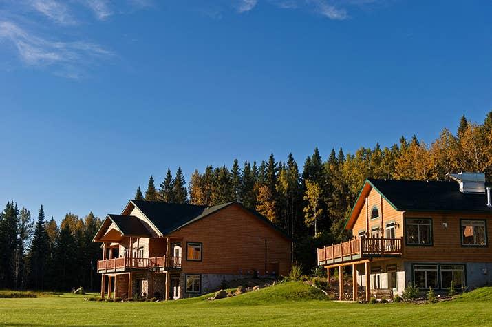 Pour une escapade romantique et luxueuse, rendez-vous au Prairie Creek Inn, niché dans les bois du centre de l'Alberta.