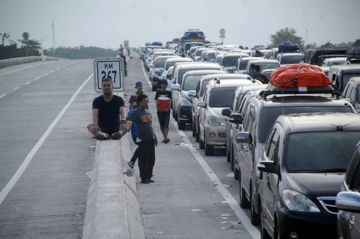 With about 250 million people, Indonesia is the most populous Muslim country in the world. The roads are choked with traffic each year as people leave their cities to head home to their villages to celebrate the end of Ramadan.According to Indonesia's transport ministry, more than 400 people died on the roads over the holiday season.