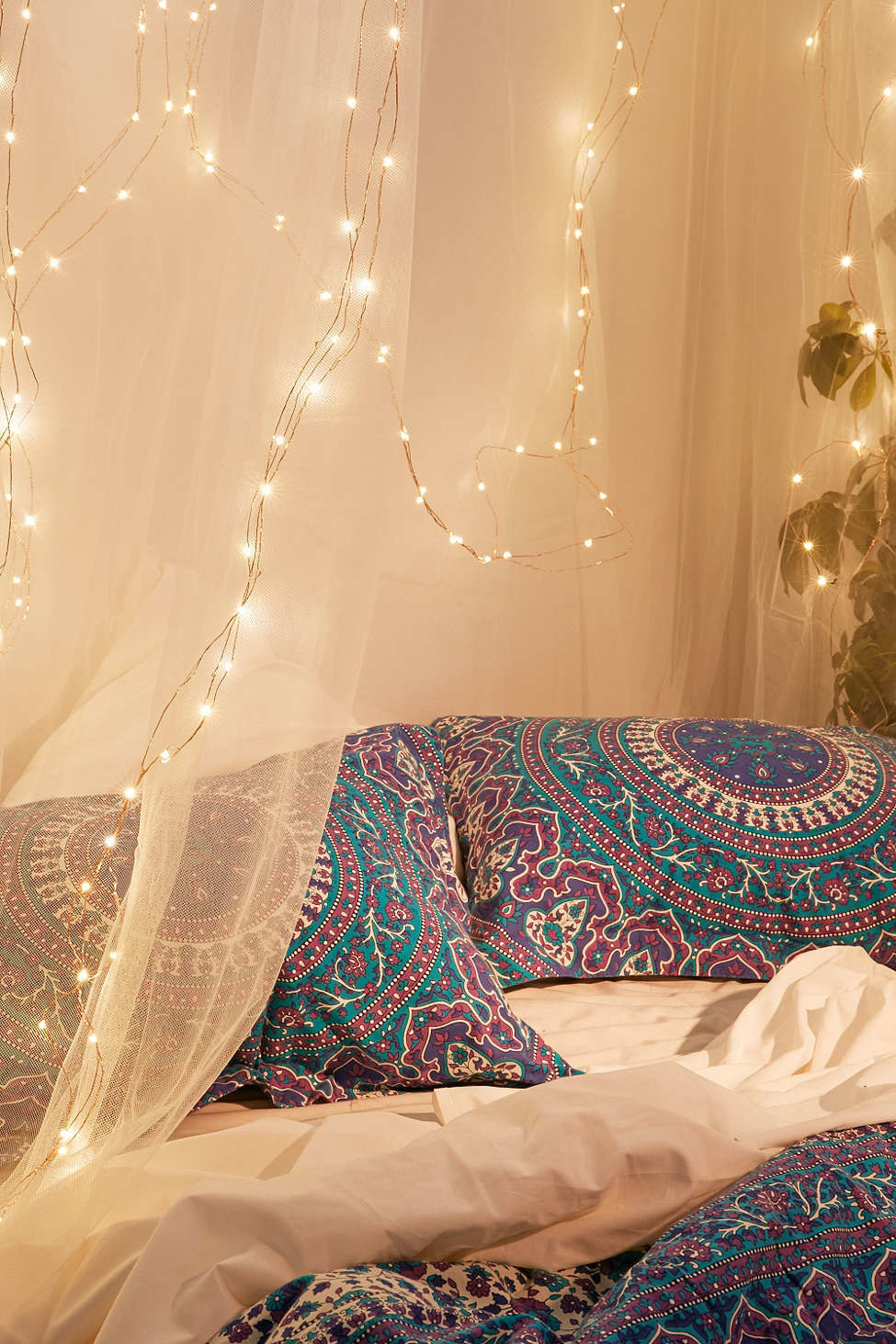 23 Easy Ways To Turn Your Room Into A Cosmic Getaway