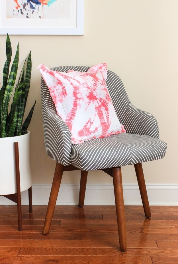 Give a white pillow case a makeover using the shibori dyeing method.