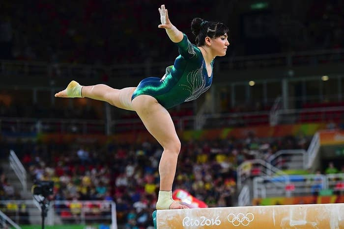 Y mientras algunos parecían atentos y ávidos del fracaso de la gimnasta, artistas de todo el país decidieron retratarla.
