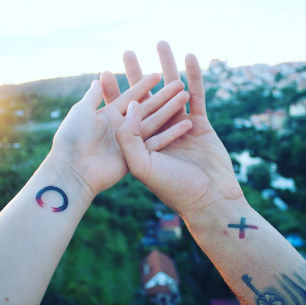 21 Adorable Matching Tattoos For Couples