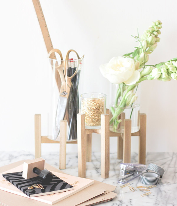 Build an organizer for your desk using wooden sticks.