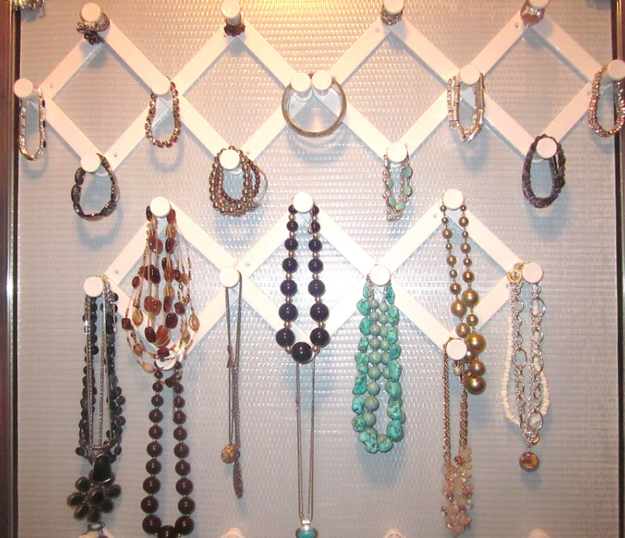 You can also organize jewelry with accordion hooks.