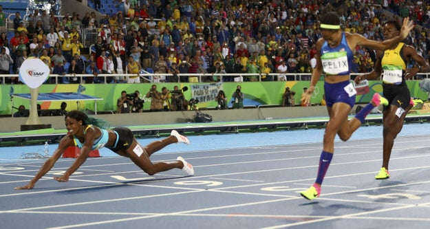 Shaunae Miller of the Bahamas just won gold in the 400m women's final by diving over the finish line.