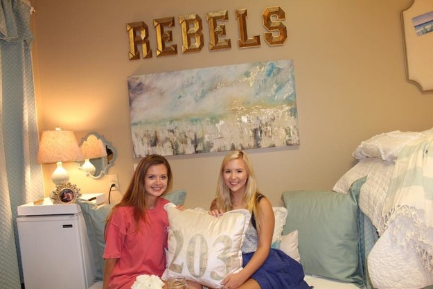 People Cant Handle This OverTheTop Gorgeous Dorm Room  ~ 202232_Dorm Room Ideas Buzzfeed
