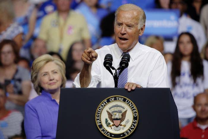 応援演説するバイデン副大統領=8月15日、ペンシルベニア州
