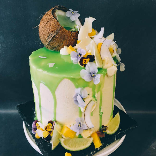 People Are Going Absolutely Batshit For These Stunning Cakes