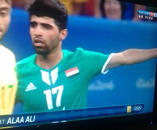 Quando o jogador ALAA ALI apontou pra um lugar.