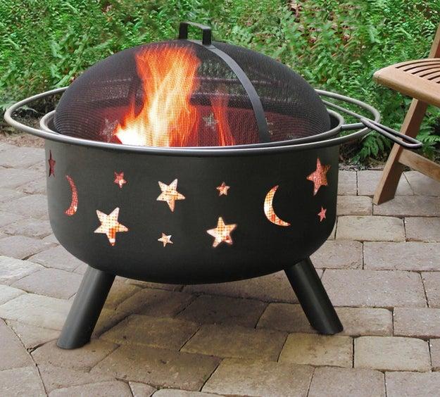 Esta fogata portátil es lo máximo para pasar noches enteras quemando malvaviscos ($2103).