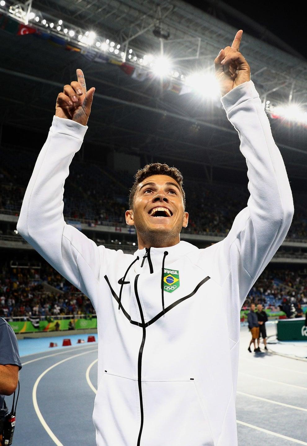 Virou medalhista de ouro AND recordista olímpico.