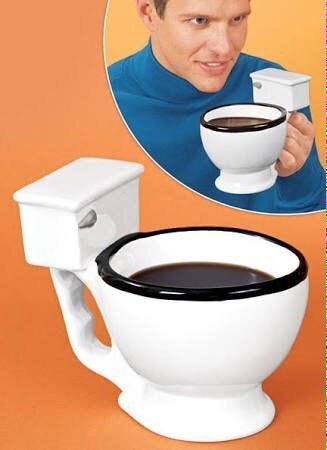 Ou deu essa olhada casual naturalíssima ao tomar um gole de café de uma PRIVADA?!