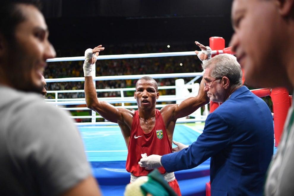 Nesse intervalo, Robson Conceição derrotou o francês Sofiane Oumiha no boxe.