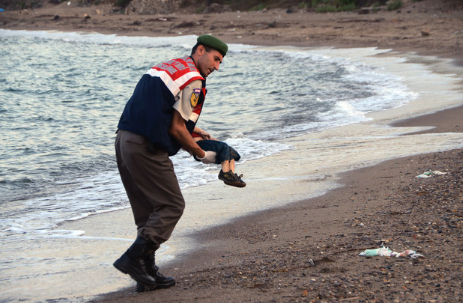 Many people commented that the image – and its impact – struck a tragic resemblance to Alan Kurdi, the boy who drowned fleeing Syria last September, and whose photo became well known around the world.