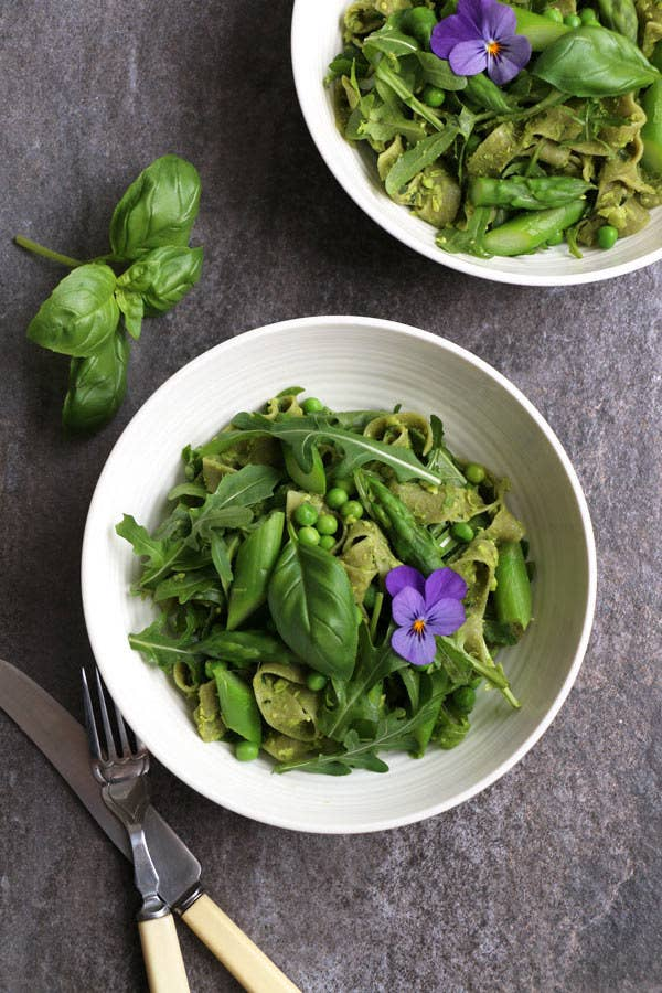 This is like the green Goddess of Pasta dishes. The freshly cooked pasta is tossed with green pea pesto, asparagus, peas and fresh rocket leaves for the ultimate comfort spring time meal.