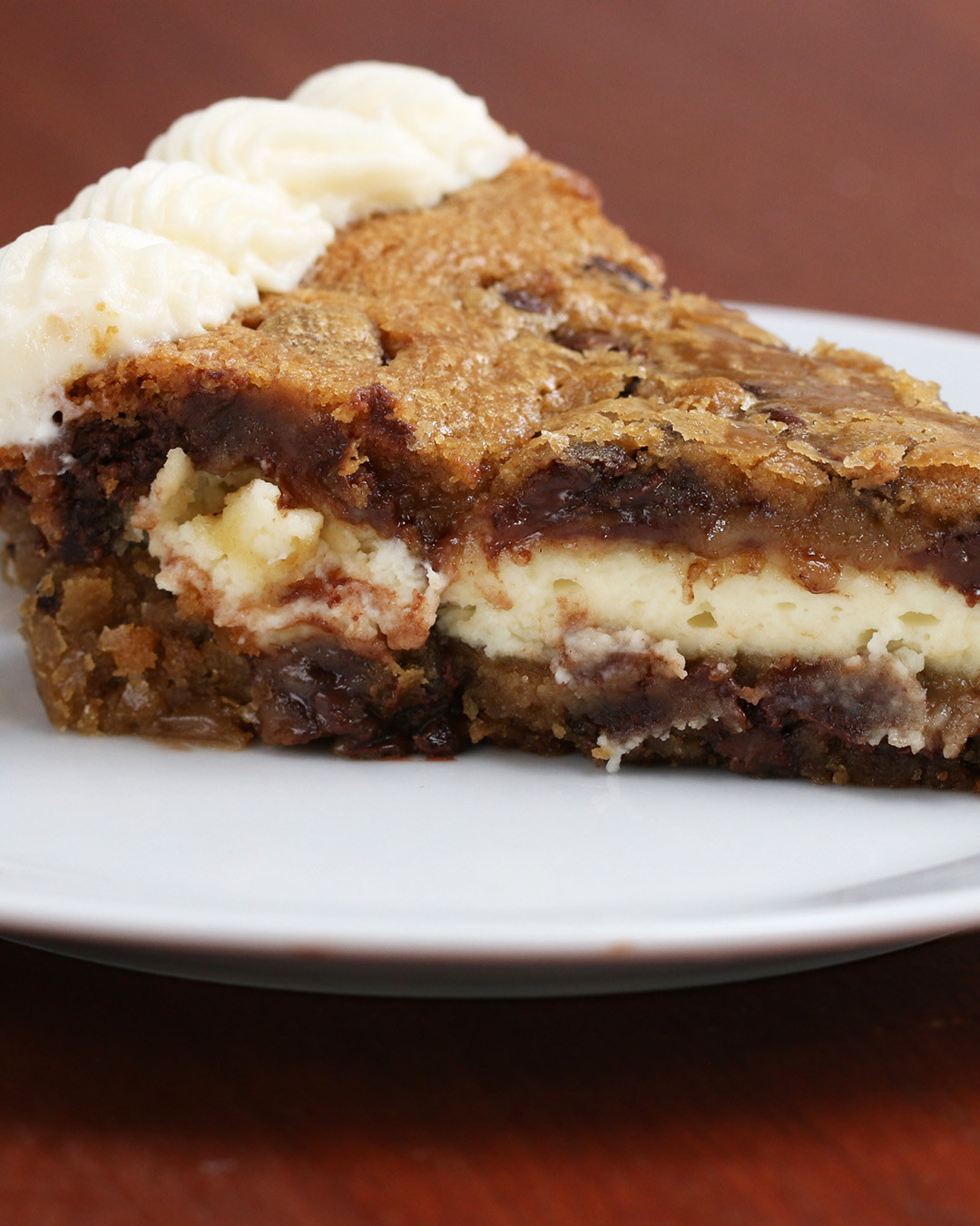 Wait A Minute, You Can Stuff A Cheesecake Into A Chocolate Chip Cookie