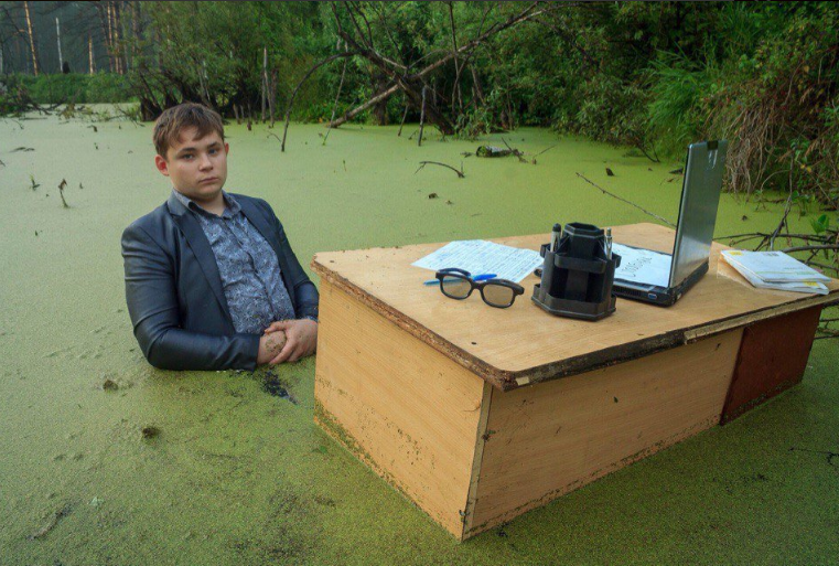 sub buzz 25724 1470142863 7?downsize=715 *&output format=auto&output quality=auto this guy did a photoshoot in a swamp and now it's a huge meme