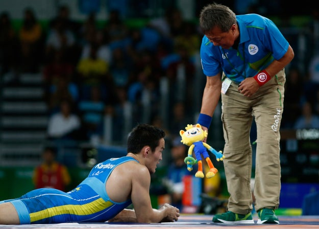 O Vinícius na versão pequenininha virou a coisa preferida dos técnicos para jogar no meio do ringue de luta greco-romana para pedir revisão.