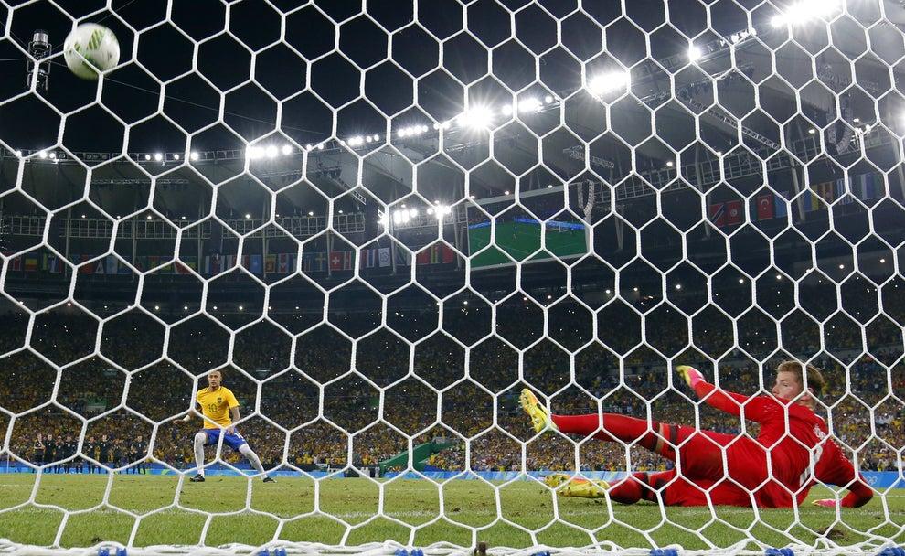 Mas ainda dava tempo de quebrar mais algumas marcas, como o fato de o futebol masculino brasileiro NUNCA ter sido ouro em uma Olimpíada.