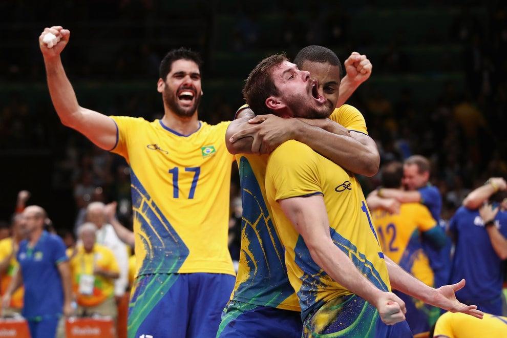 A equipe comandada por Bernardinho venceu a Itália por 3 sets a zero.