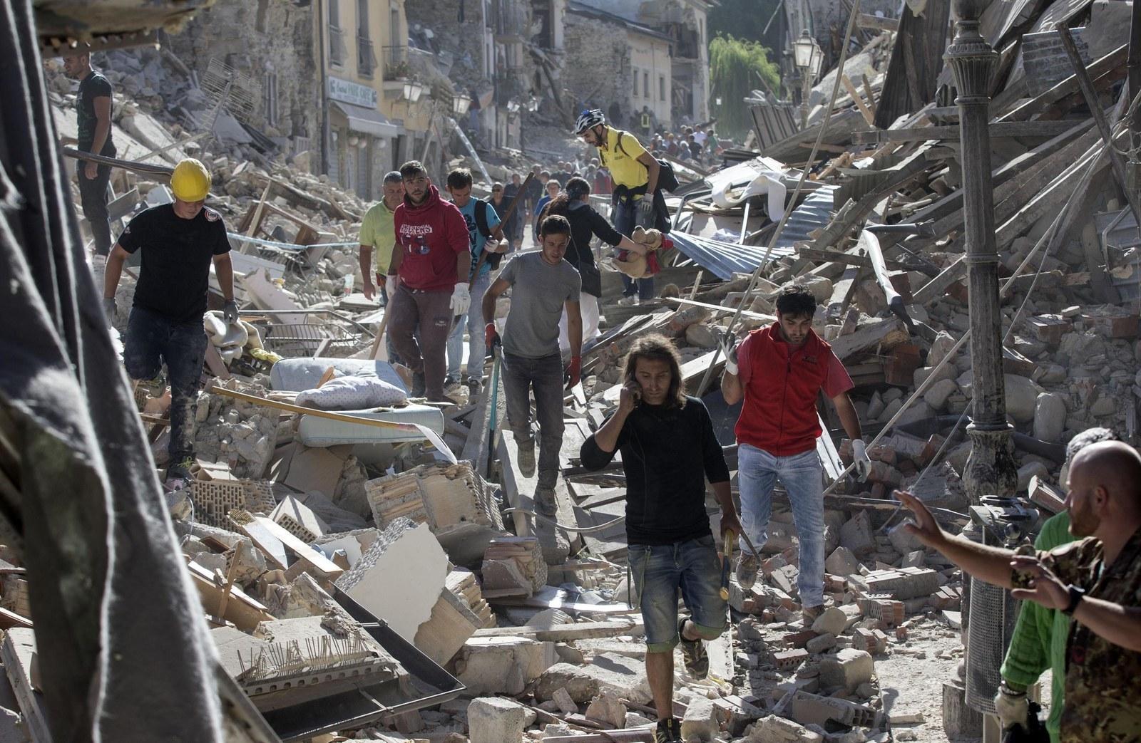 landslide earthquake in italy august - 1020×665