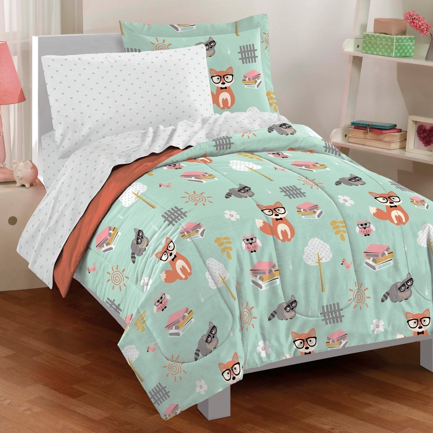 An Adorable Comforter Set Featuring Bespectacled Foxes, Raccoons, And Owls.