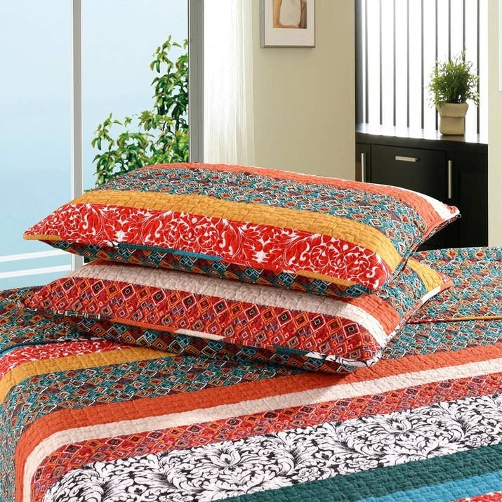 23 Of The Best Bedding Sets You Can Get On Amazon : colorful quilt sets - Adamdwight.com