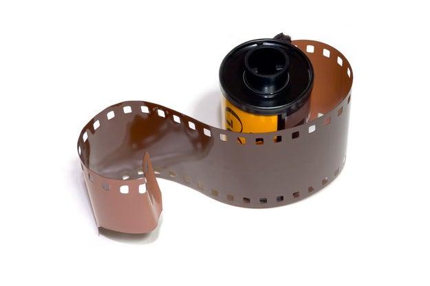Meter este rollo a una cámara era tan difícil como armar un cubo de Rubik.