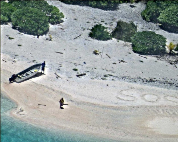 """This Couple Was Rescued From A Deserted Island After Writing """"SOS"""" In The Sand"""