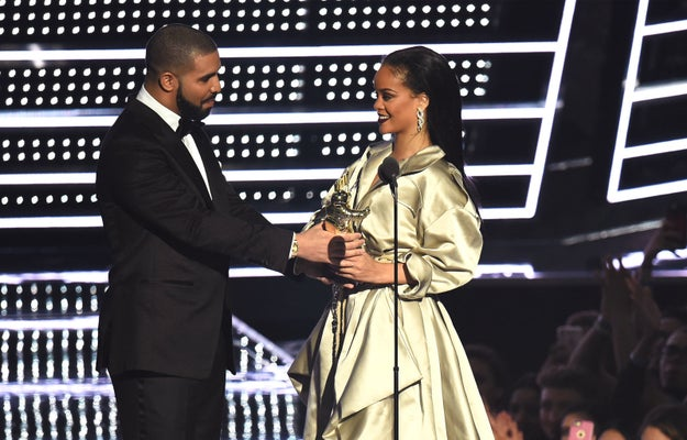 Before receiving the award, Rih was showered with compliments by none other than Drake, a dear friend and frequent collaborator.