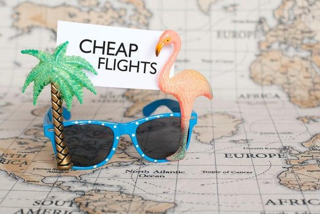 Siempre revisa los vuelos en martes, miércoles o los fines de semana en la madrugada, para encontrar los precios más baratos.
