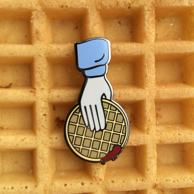 Este pin, para todos los que aman a Eleven y los waffles con locura ($177).