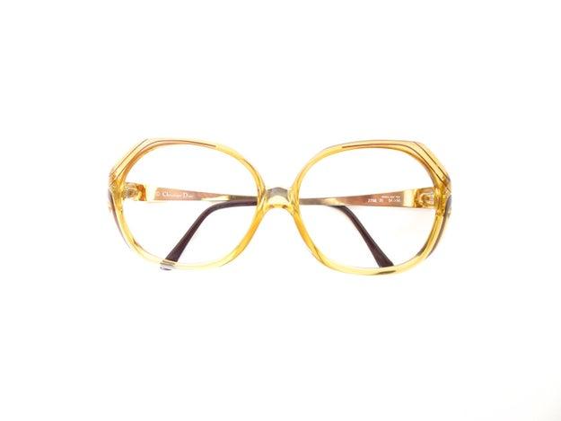 Y sí, también puedes verte como Barb con estos lentes vintage de Christian Dior ($346).