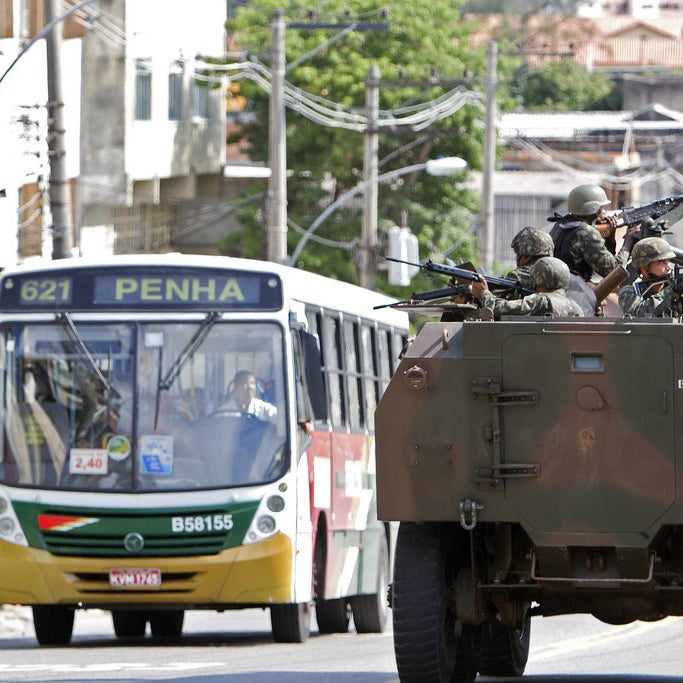 Brazilian Army soldiers patrol the entrance to the Morro do Alemao shantytown, on November 27, 2010.