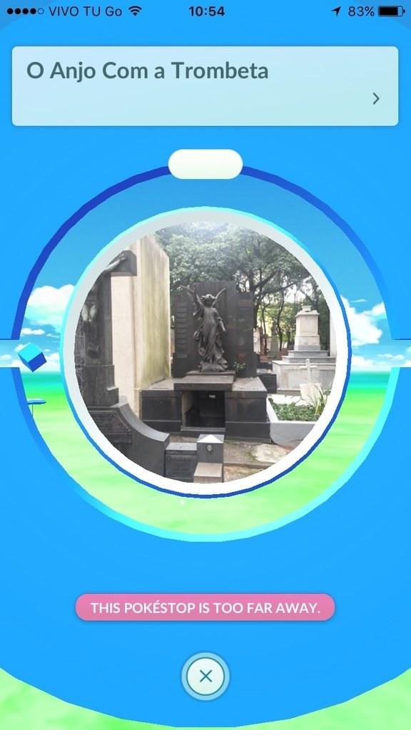 Está sendo muito comum passar por alguns cemitérios e se deparar com Pokéstops como essa: