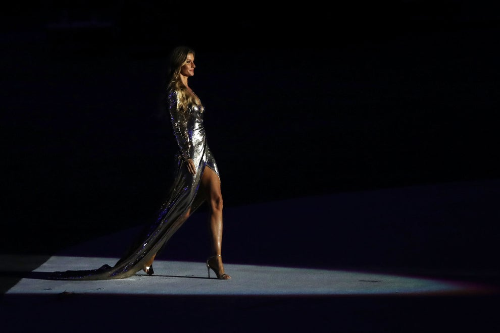 Gisele Bundchen caminando al ritmo de 'Garota de Ipanema'.