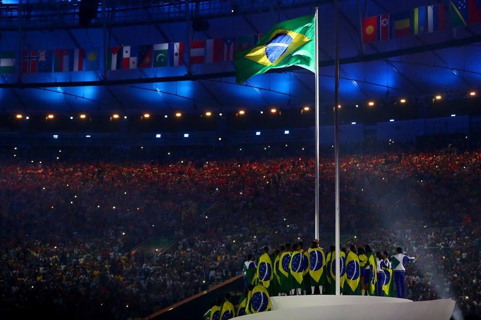 La bandera de Brasil presente.
